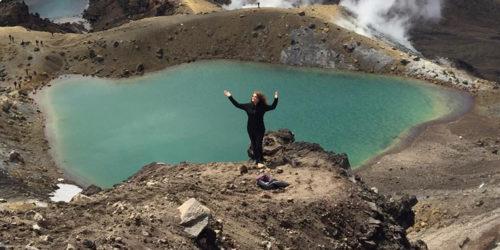 Monika Gorska przy Szmaragdowych Jeziorach w Tongariro